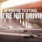 Si «texteas» no estás guiando
