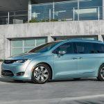 Ya puedes adquirir la primera minivan híbrida