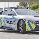El BMW i8 «se prueba» el uniforme de la policía checa.