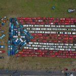 Construye bandera de Puerto Rico más grande del mundo diseñada con autos