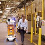 Un robot autónomo en la planta Ford de Valencia
