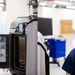 Ford trabaja con 3M, GE y UAW en producción de respiradores y ventiladores